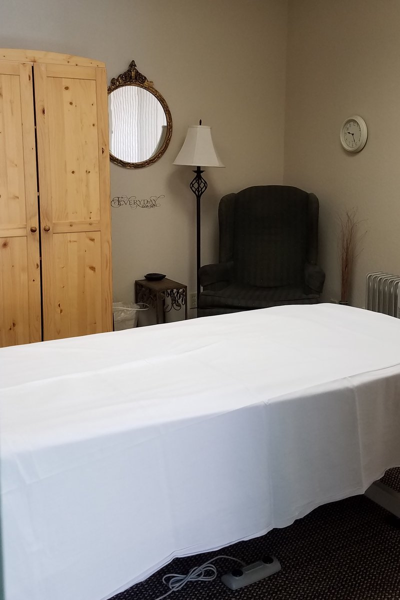 Massage treatment room with electric lift table